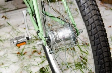 Sturmey Archer 8spd internal hub with a front disc and rear caliper brake on all models